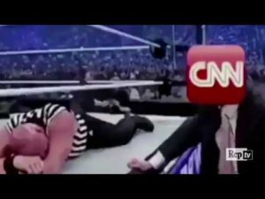 Video Clamoroso, Donald Trump come un wrestler aggredisce la Cnn