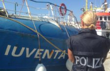 Ong, perquisita nave di Save the Children: 'Favoreggiamento immigrazione clandestina'