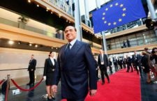 epa06059077 Former Italian prime minister Silvio Berlusconi arrives for the European ceremony in honor of the late former German Chancellor Helmut Kohl at the European Parliament in Strasbourg, France, 01 July 2017. Kohl, widely regarded as the father of German reunification in 1990, died on 16 June 2017 at his home in Ludwighshafen, Germany. He was the sixth chancellor of the Federal Republic of Germany from 1982 to 1998.  EPA/MATHIEU CUGNOT