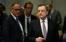 President of the ECB, Mario Draghi (R) arrives during an Eurogroup meeting at the EU headquarters in Luxembourg on October 1, 2018. (Photo by JOHN THYS / AFP)
